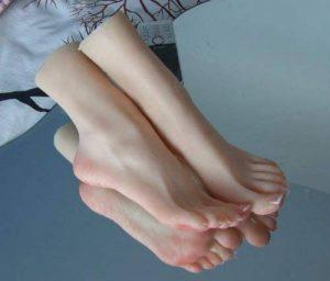 bayee 1Paire de pieds Mannequin Grandeur Nature en silicone Girl affichage Design Sandale Chaussures Chaussettes d'art croquis EU36 de la marque Bayee image 0 produit