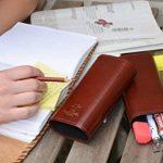 """Gusti Cuir studio """"Elton"""" trousse ronde en cuir porte-plume organisateur crayons style vintage petite pratique crayons règle stylos homme femme université bureau marron 2S11-22-1 de la marque Gusti image 4 produit"""