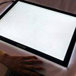 JUNLON A3 Tablette Lumineuse (UK Plug only)LED Light Pad Table Traçage Table à Dessin Lumière Produit lumineux de Artistes Artisanat Traçage d'Animation Extrêmement Lumineux Luminosité Réglable Tatouage de la marque JUNLON image 4 produit